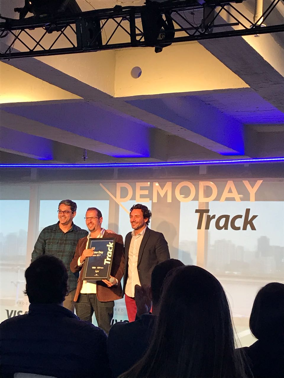 Visa Track-Pitch-Winner-Startup-DATAHOLICS
